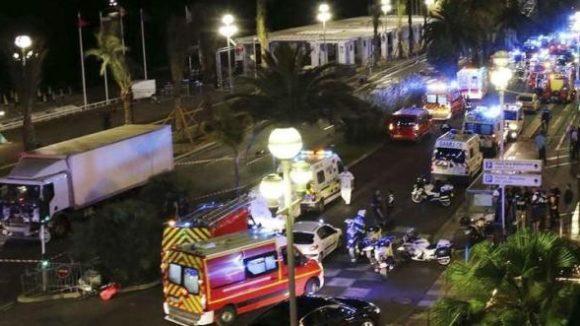 2048x1536-fit_promenade-anglais-nice-apres-attentat